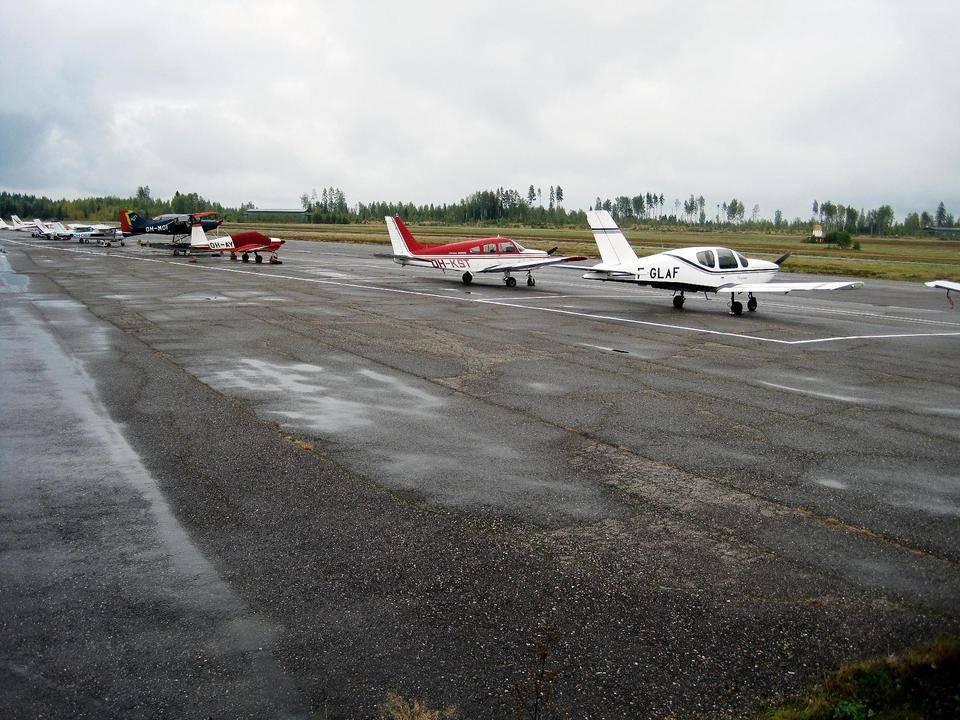 Rakka mukaan Vesivehmaan lentokentän kehittämiseen